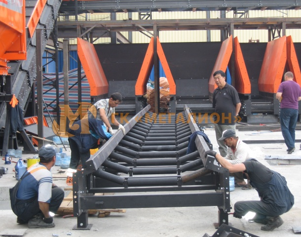 Grooved belt conveyors